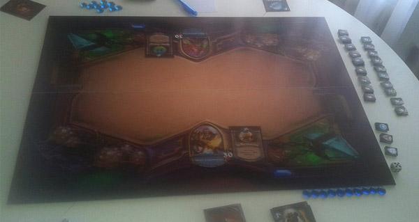 un joueur confectionne son propre plateau du jeu hearthstone